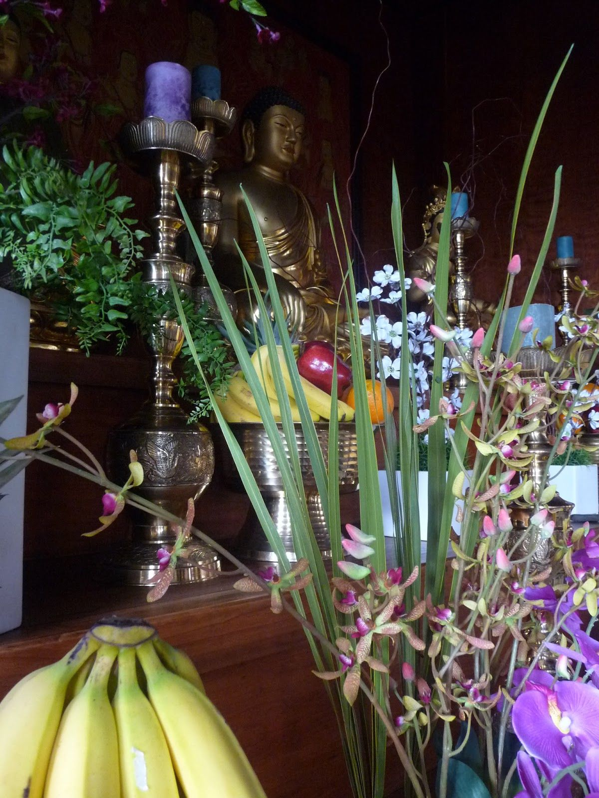 buddha hall altar offerings