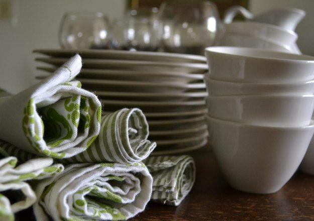 Napkins, Dishes