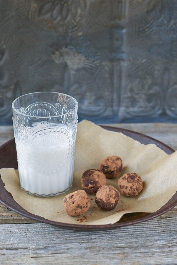 Date-Nut Truffles Jazzy Vegetarian