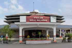 Solo_Balapan_Station_(front)
