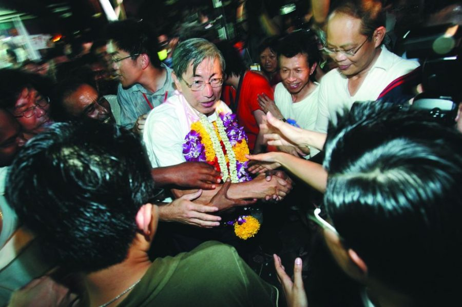 Supporters congratulating Mr Chiam See Tong after winning the seat of Potong Pasir for the sixth time at the GE2006. TODAY FILE PHOTO