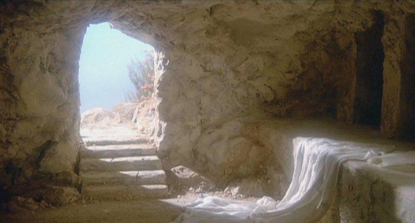 Tumba vacía excavada en la roca - Resurrección de Cristo