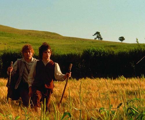 Frodo y Sam saliendo de la Comarca