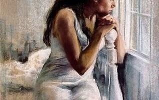 Mujer apoyada en una ventana - La voz a ti debida