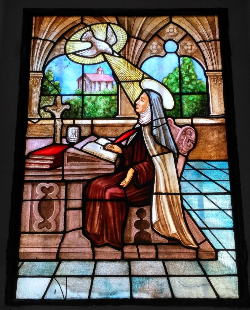Vidriera de Santa Teresa de Jesús inspirada por el Espíritu Santo