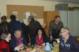 Der 1. Vorsitzende des Obst- und gartenbauvereins Hans Peter Groß fachsimpelt mit zahlreichen Gästen. Foto: Leo Willms