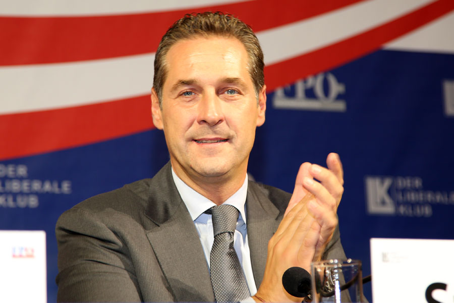 FPÖ feiert Auszug der Grünen aus dem Parlament mit Freibier-Fest