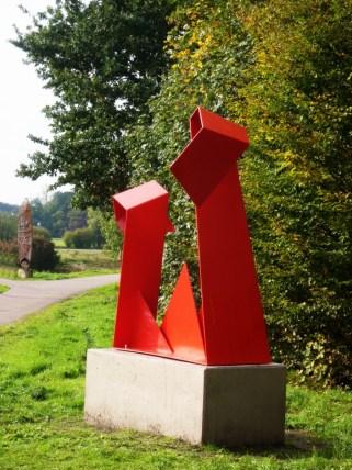 .. am Anfang des Skulpturenwegs, im Hintergrund das LOVEboard