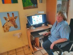 Foto Frau aum Computer