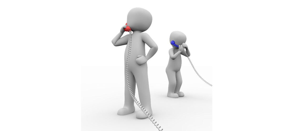 Figuren mit Telefon