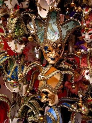 Karnevalsmasken reich verziert
