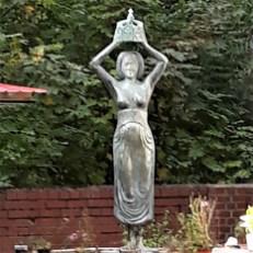Nachbau der Jungfrau vom Brunnen in Eickel