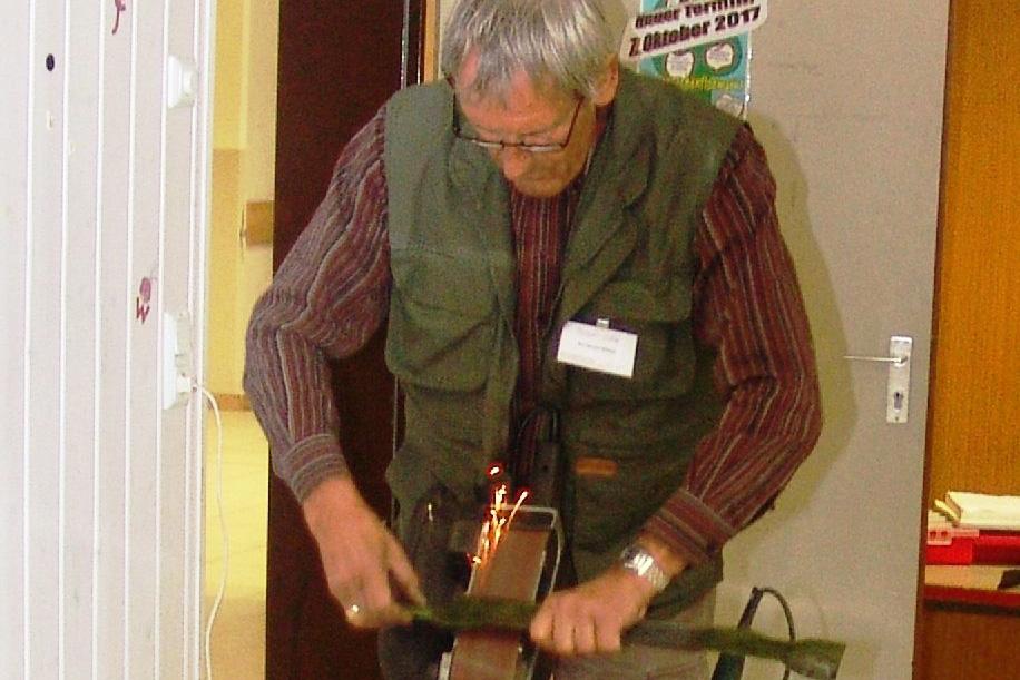 Repair Café Lohmar: Mäher fit zum letzten Schnitt