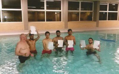 Schwimmkurs für geflüchtete Jugendliche und Männer