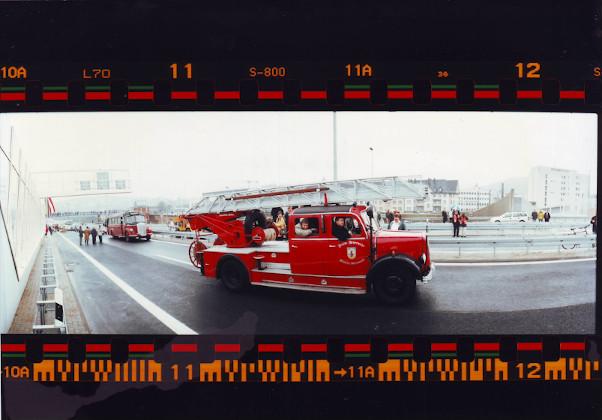 Historische Feuerwehrfahrzeuge auf der Hüttentalstraße HTS in Siegen.