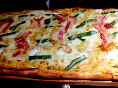 Pizza de trigueros y panceta