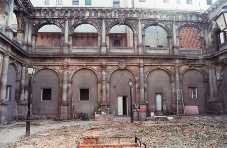 <em> Claustro del Real monasterio de San Gerónimo de esta Corte. Francisco de Mora. Foto tomada del articulo 'Los claustros del Monasterio de San Jerónimo'. Ignacio Cadiñanos Bardezi</em>