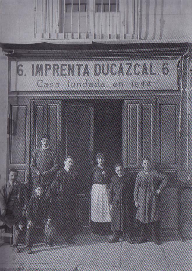 Imprenta Ducazcal, Plaza de Isabel II, nº 6. Principios del Siglo XX. Autor desconocido Colección Izquierdo-Mariblanca. Fuente: Viejo Madrid