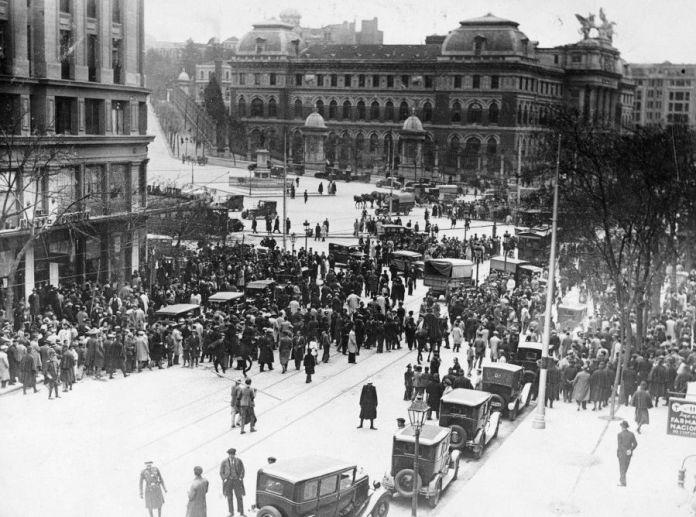 14 abril 1931. Proclamación de la Segunda República en la Puerta del Sol. Baldomero y Aguayo. Fototeca IPCE