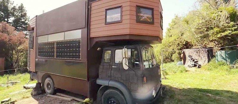 Truck Transform Into A Huge Castle