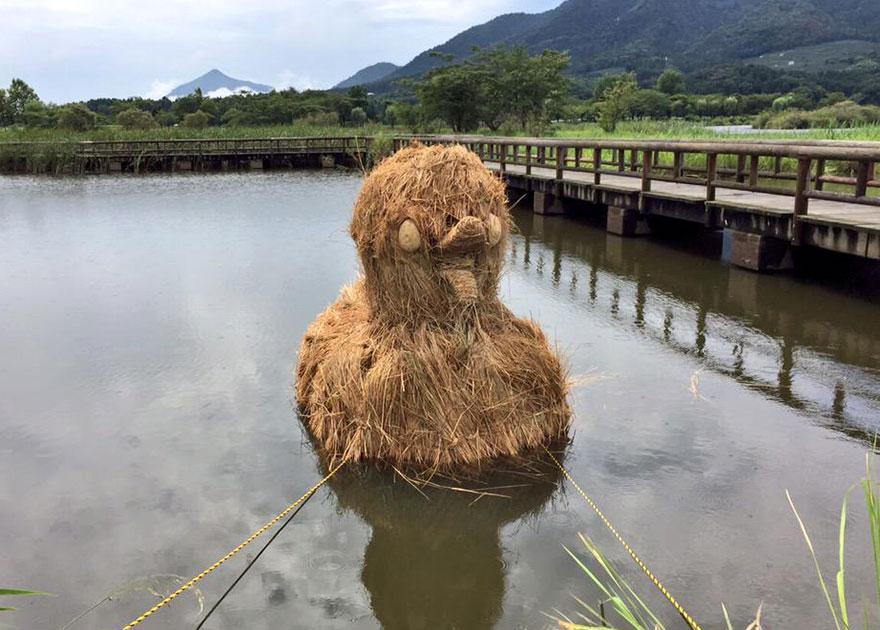 dinosaur-straw-sculptures-wara-art-festival-niigata-japan-12