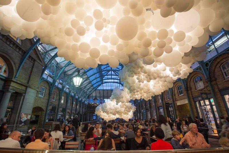 100,000 Balloon 'Cloud' Installed Inside London's Covent Garden