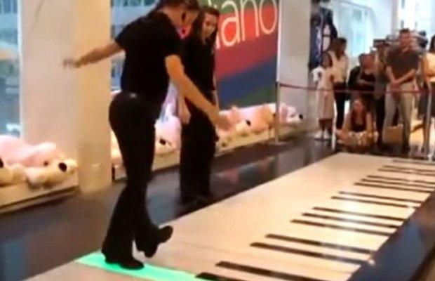 Floor Piano Routine