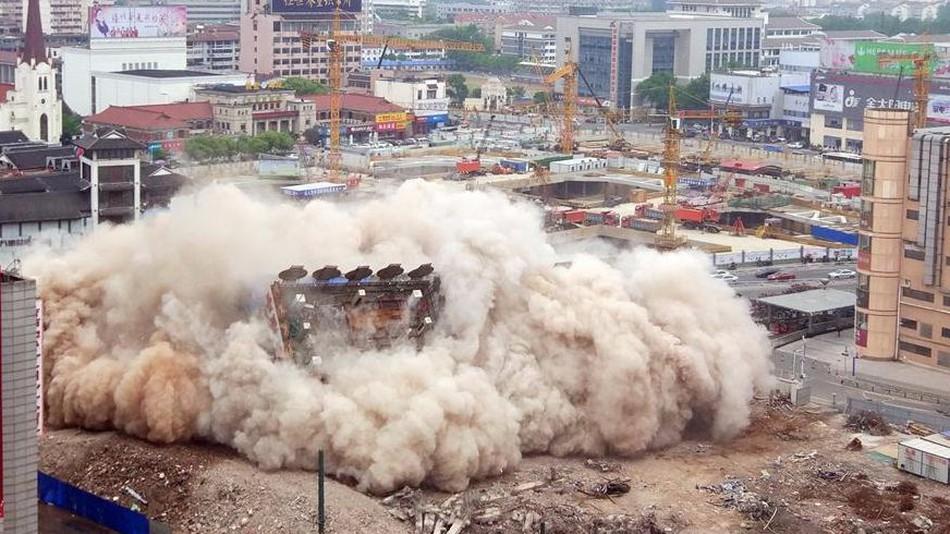 Building Get Demolished