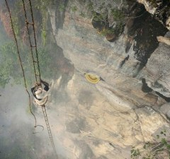 the-last-hallucinogenic-honey-hunter-of-nepal