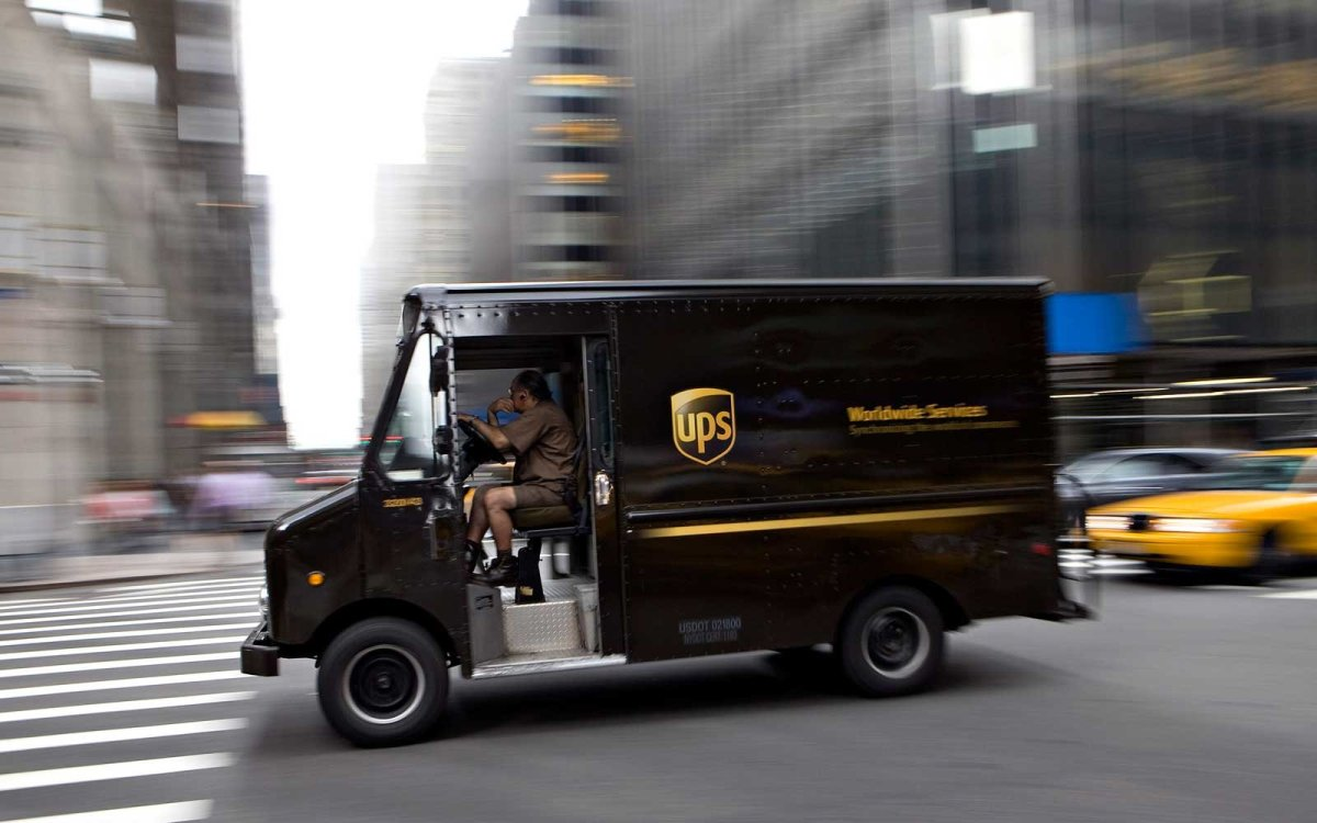 $370,000 Worth Of iPhones Stolen From UPS Truck