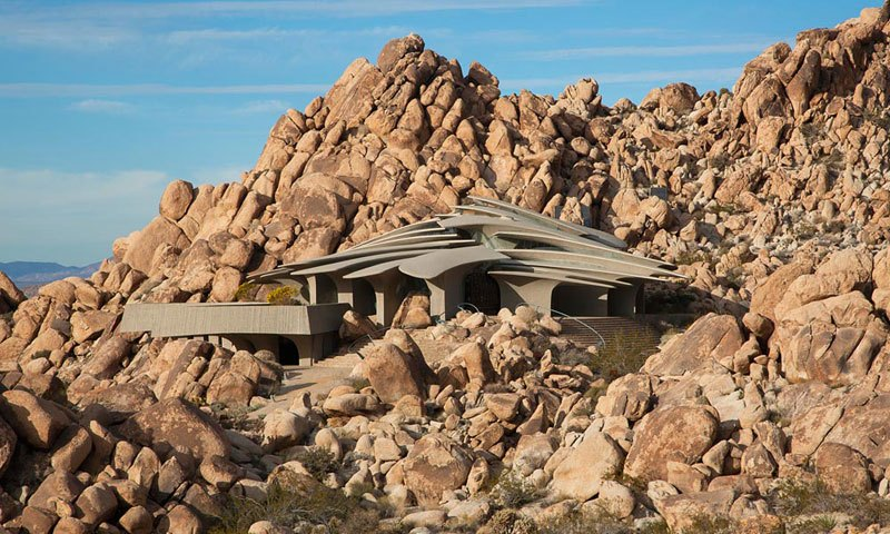 This Organic Desert House in Joshua Tree, CA