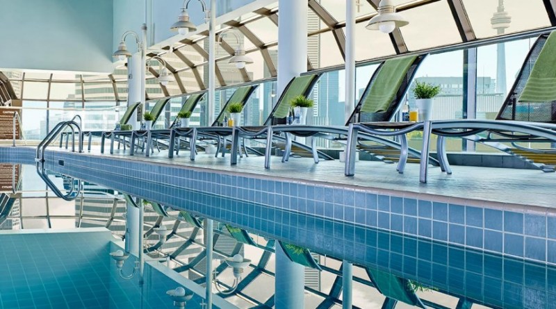 toronto hotel pools open to the public