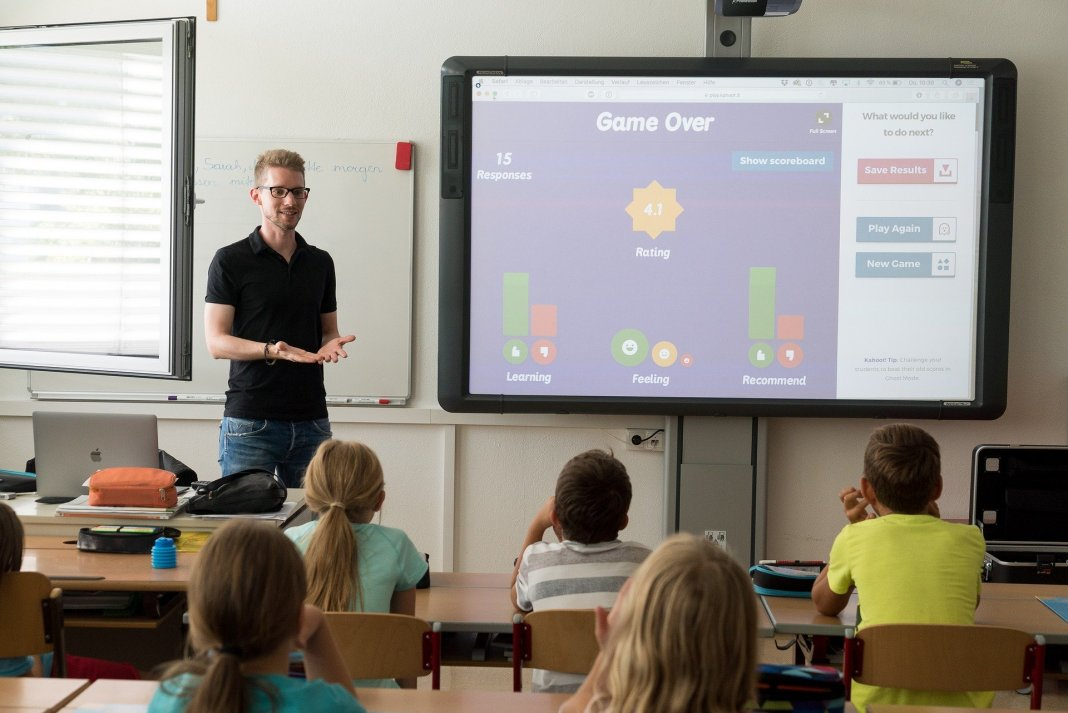 Interaktives Whiteboard / Smartboard oder Tablet / iPad mit Beamer