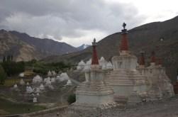 Typische Stupas - beim Königspalast in Stok