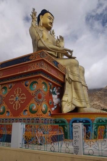 Die überdimensionale Buddhastatue des Kloster Likir