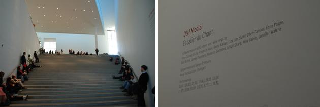 """""""Escalier du chant"""" Performance von Olaf Nicolai in der Pinakothek der Moderne 2011"""
