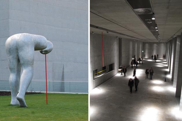 Present Continuous Skulptur von Henk Vish vor dem Museum Ägyptischer Kunst in München