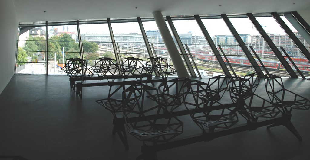 vollgepackt ZOB München Ausblick Konstantin Grcic Chair One unterwegsinsachenkunst