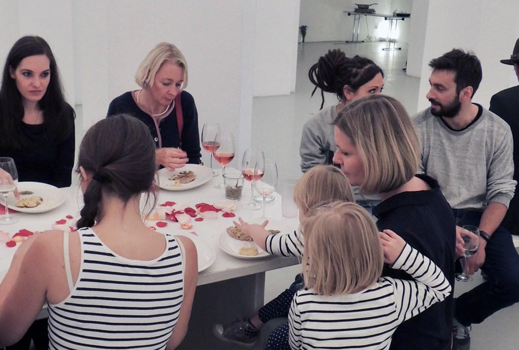 Eat Art mit Frauke Schäfer zwischen der Kunst von Simon James