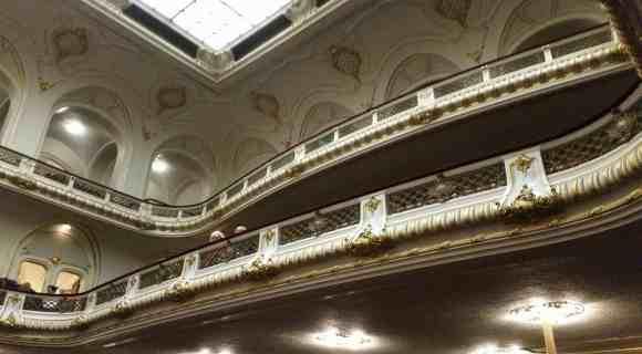 geschwungene Balkone in der Musikhalle Laeiszhalle