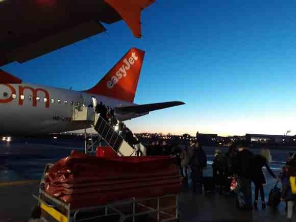 Beim Sonnenuntergang in Hamburg besteigen wir den Flieger