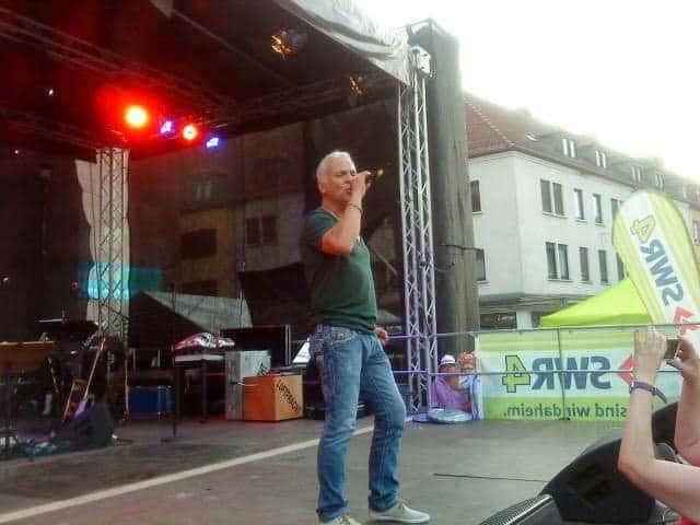 Nino de Angelo auf einer open Air Bühne auf dem Stadtfest in Zweibrücken