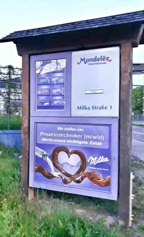 Der Briefkasten der Marke Milka an der Adresse Milkastrasse 1