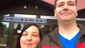 Schlecker-Selfie. Die geschlossene Schlecker Filiale fügte sich wunderbar in ein Ensemble leerstehender Ladenlokale ein.