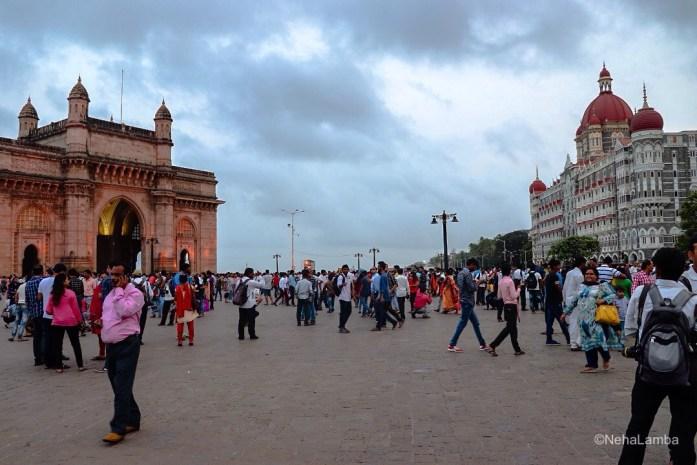 Places to visit in Mumbai. Gate way of India, Hotel Taj