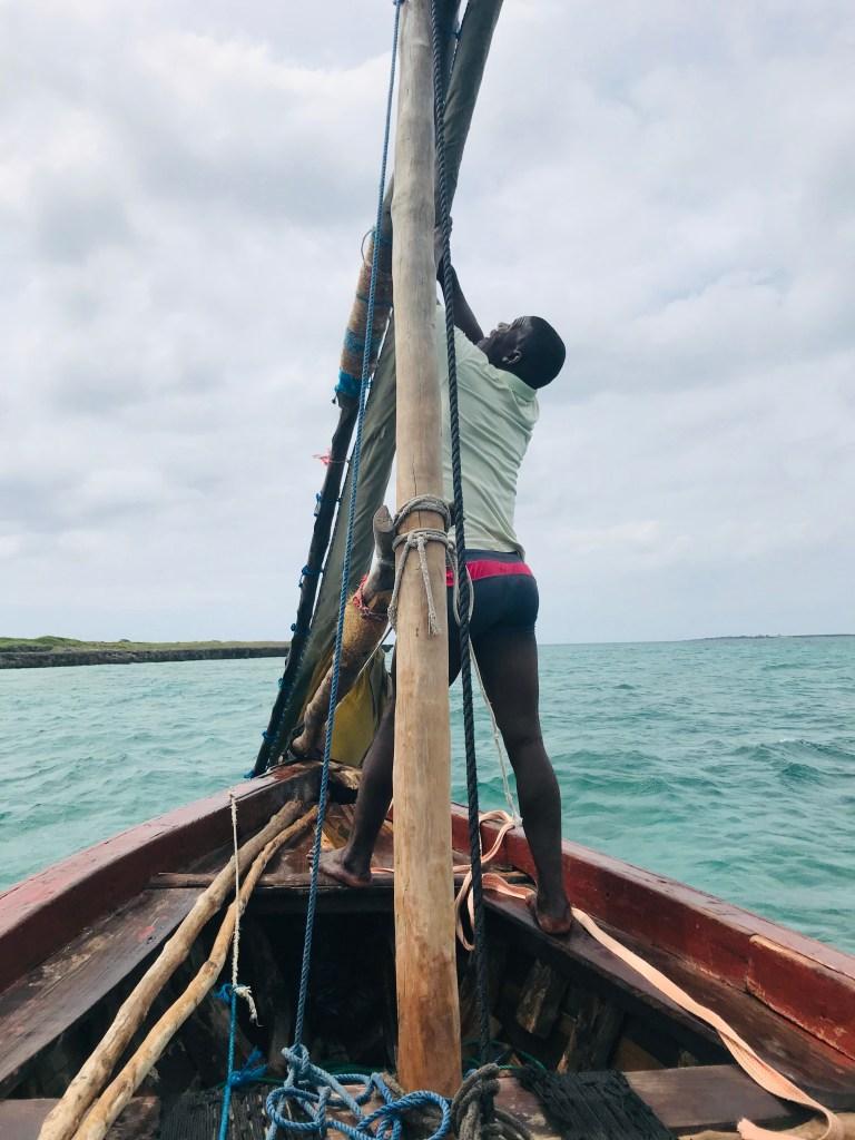 Bootsmann auf der Dhow auf Ilha de Moçambique