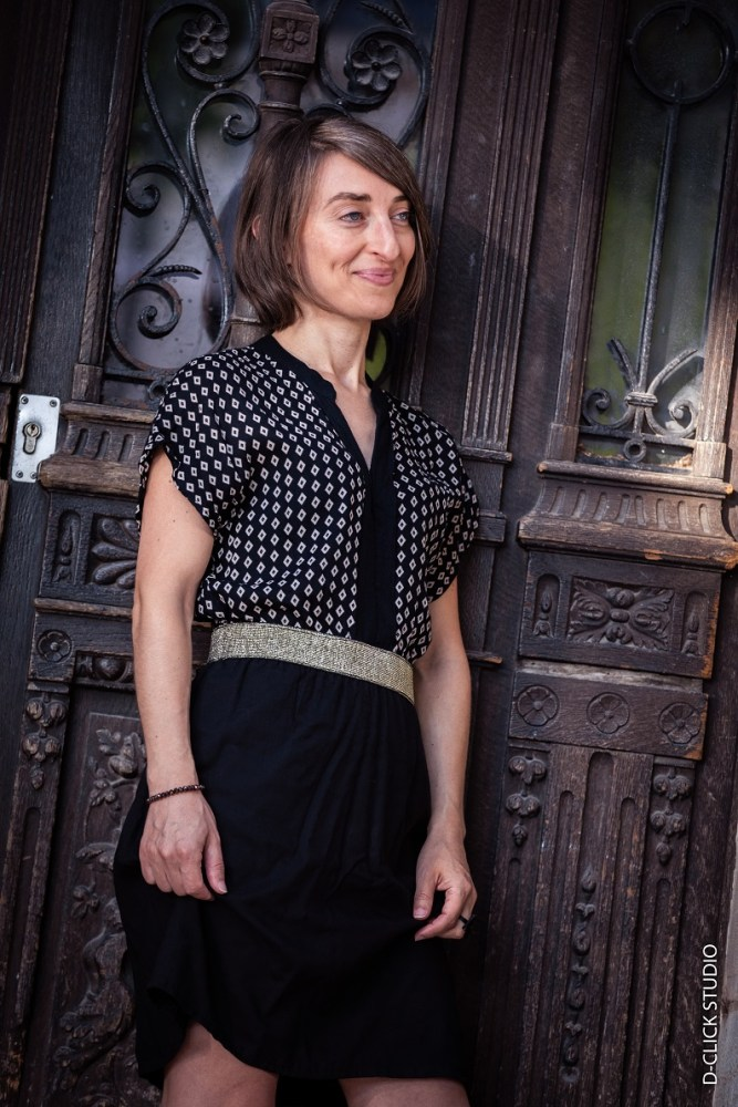 Si vous n'osez pas vous lancer en couture upcycling par peur de faire une catastrophe, voici l'exemple d'une robe facile à faire même pour les novices.