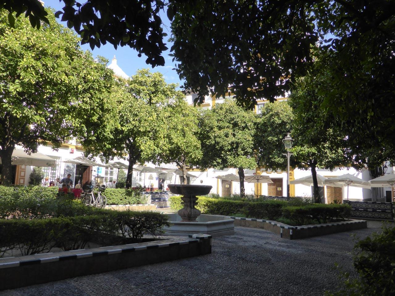 Plaza de Dona Elvira nel Barrio di Santa Cruz a Siviglia