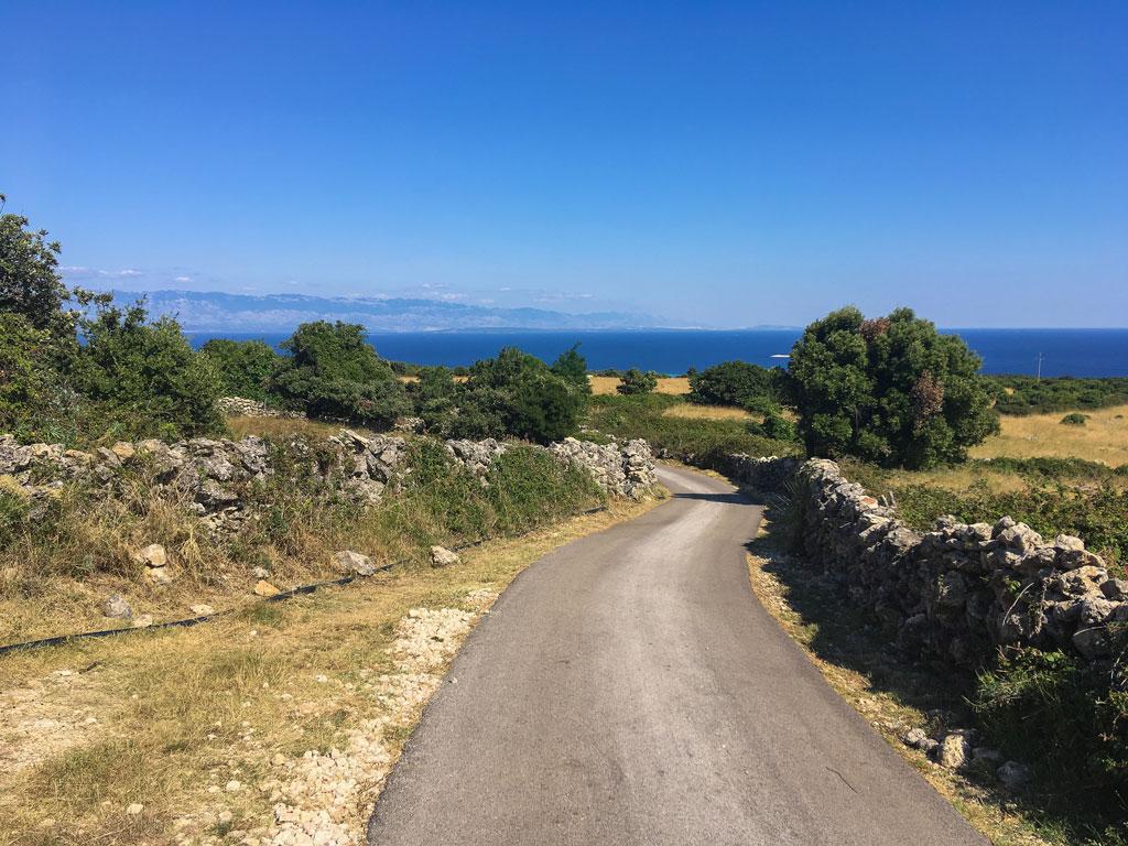 cres croazia strada verso il mare