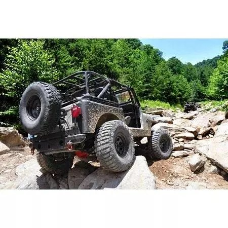 Jeep Wrangler XJ dengan suspensi Rough Country lift kit di Indonesia